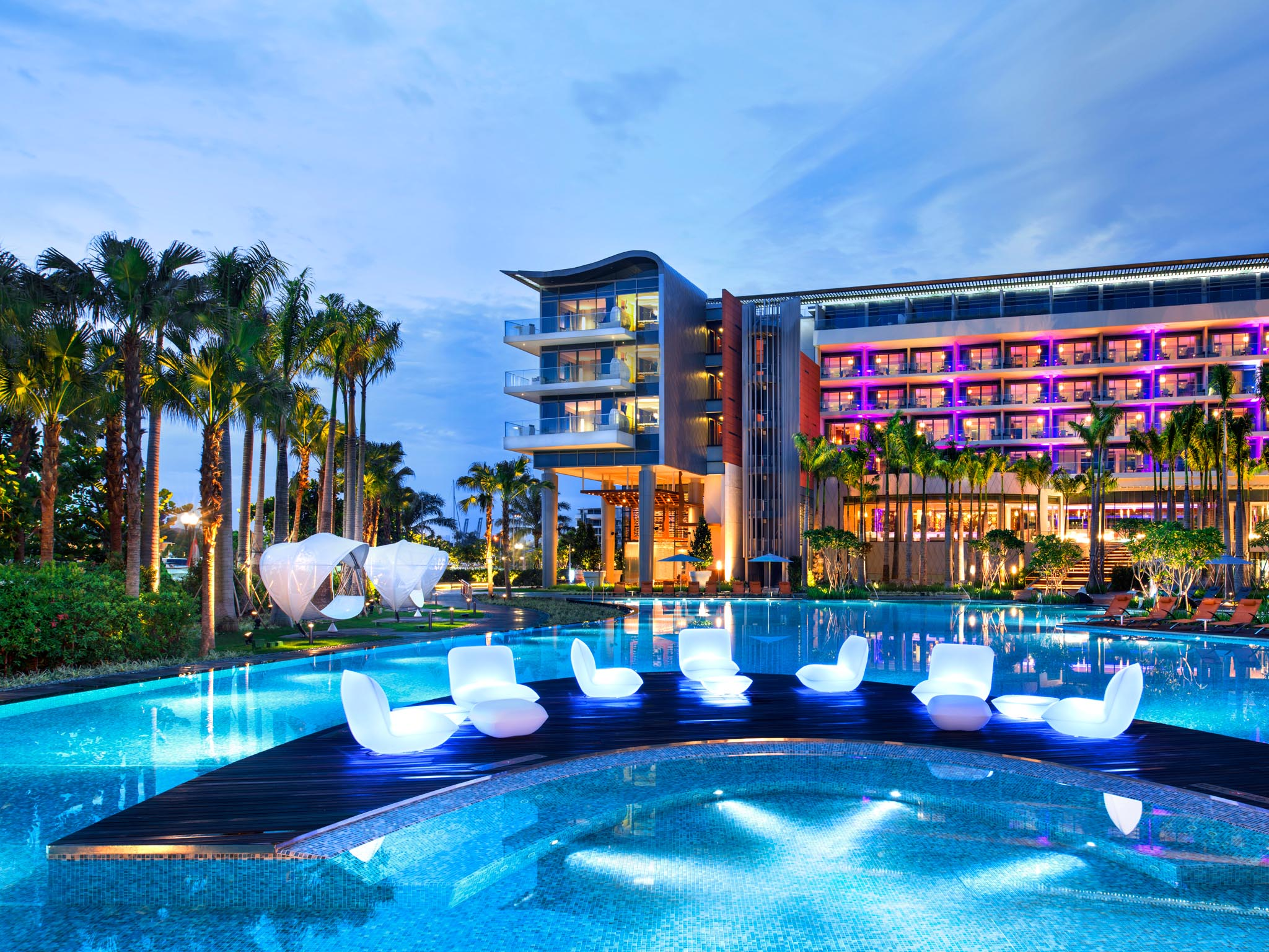 Glamorous 5 Star Resort In Sentosa Cove